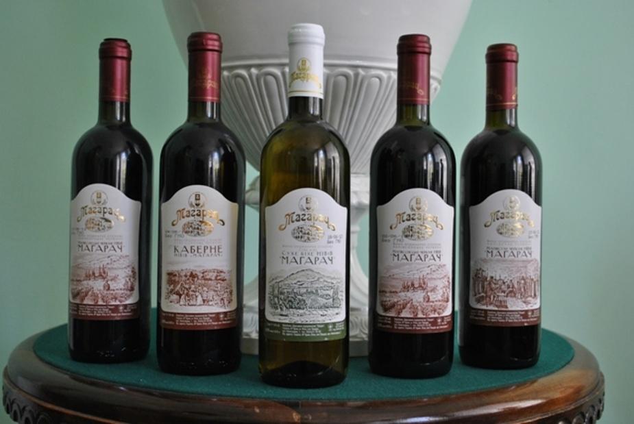бутылки вина запечатывали знаком
